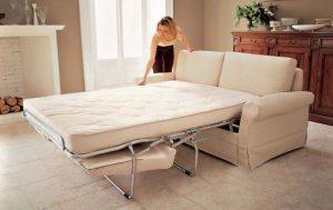 Раскладной диван идеальное решение для столь маленького помещения отдыха