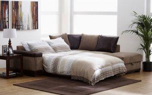 Использование раскладного дивана для экономии места в помещении