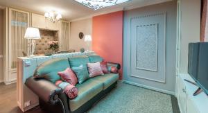 Классический интерьер небольшой комнатки 18 квадратных метров