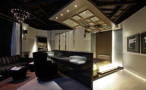Волшебство и гармония правильно подобранного освещения, натяжного потолка в небольшой спальне 18 квадратов