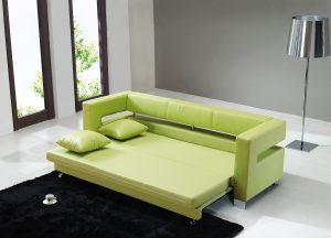 Небольшая спальня с раскладным диваном