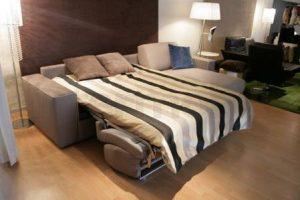 Двухспальный раскладной диван практичен в любой спальне даже с маленькими квадратами