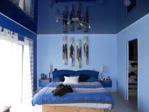 Фото синих натяжных потолков для спальни