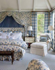 Интерьер в спальне в стиле прованс подразумевает установку французских больших окон от пола