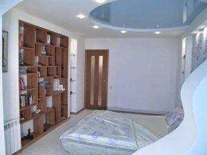 Как выбрать простой натяжной потолок для спальни