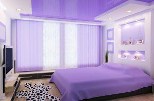 Глянцевый фиолетовый натяжной потолок для спальни