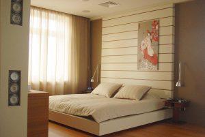 Смесь восточного стиля и хай-тек в интерьере спальни
