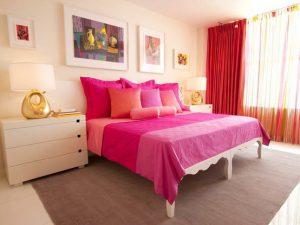 Яркая спальня является хорошим решением для 9 квадратов