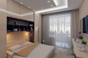 Дизайн светлой спальни 12 квадрвтных метров с балконом