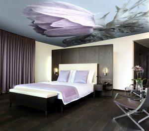 Невероятно красивая и безопасная фото-печать натяжного потолка в данной спальне