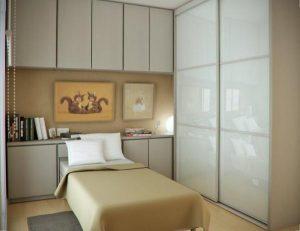 Мебель предоставляет максимальное удобство но занимает большую часть помещения 12 кв м
