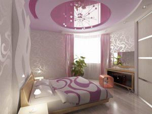 Натяжной потолок с бордовыми вставками для спальни