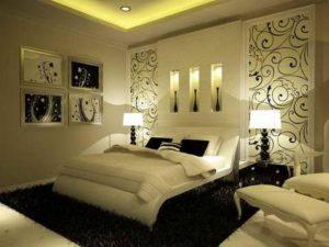 Пушистый ковер на полу создаёт комфорт в спальне