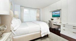 Стильное и практичное оформление спальни для любителей просмотра телевизора
