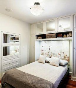 Светлая спальня выглядит больше 9 кв метров