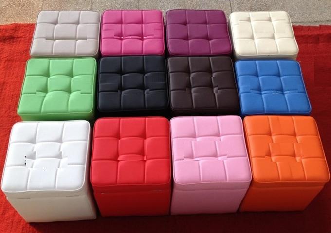 Пуфики в различных цветах