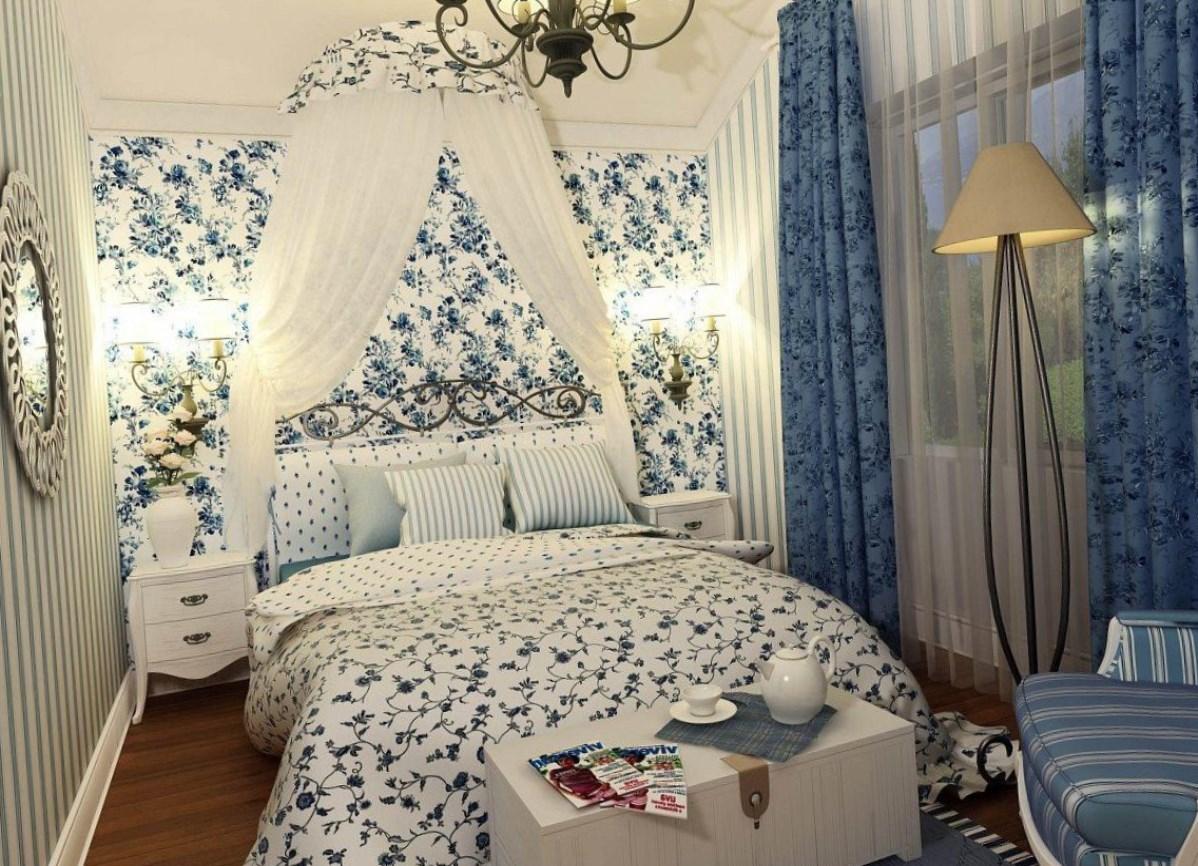 Обои Прованс и кровать с коваными элементами