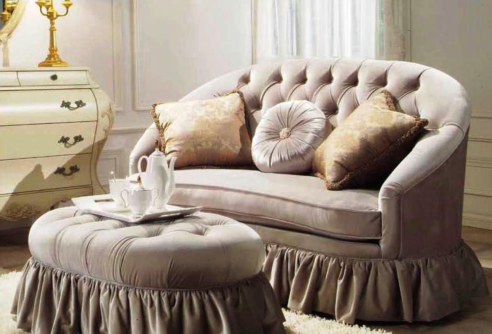 Модель в комплекте с диваном