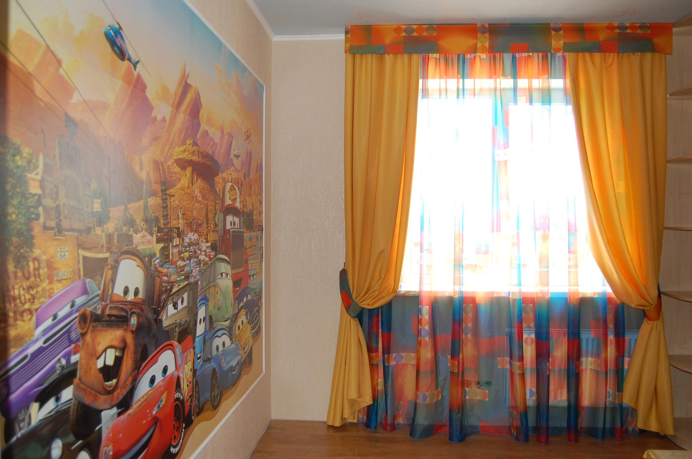 Яркие цвета для детской спальни