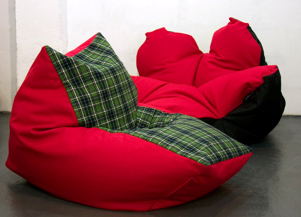 Красный мягкий мешок пуф
