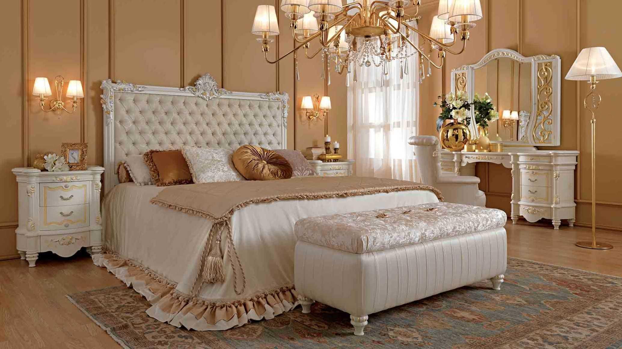 Мебель у кровати