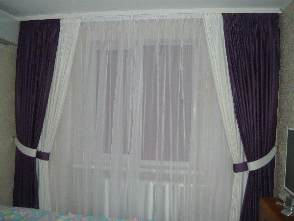 Воздушный полотна для широкого окна в спальне