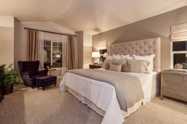 Бежевая спальня с белой кроватью