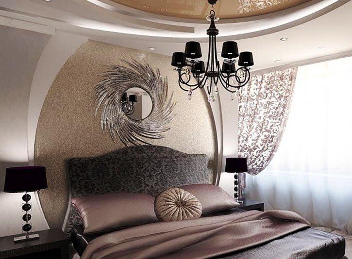 Интерьер спальни с акцентом на стене
