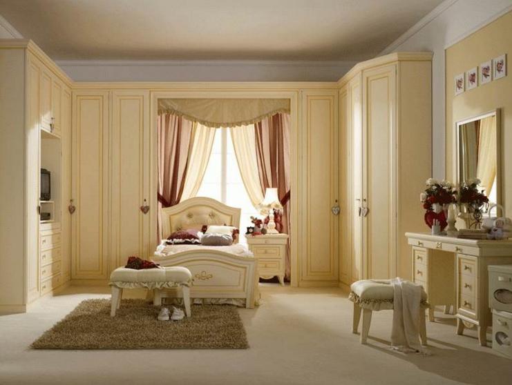 Золотистые оттенки спальни