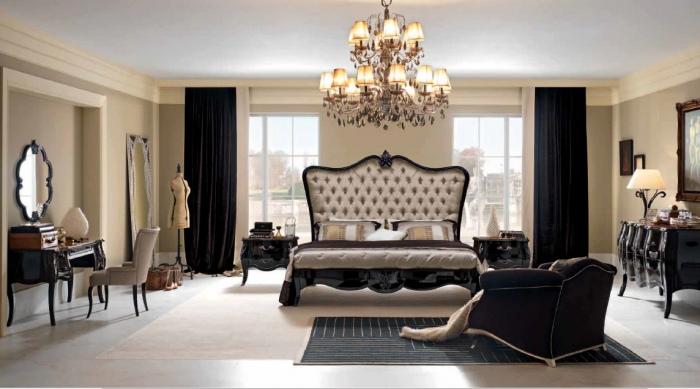 Спальня с резным мебельным гарнитуром