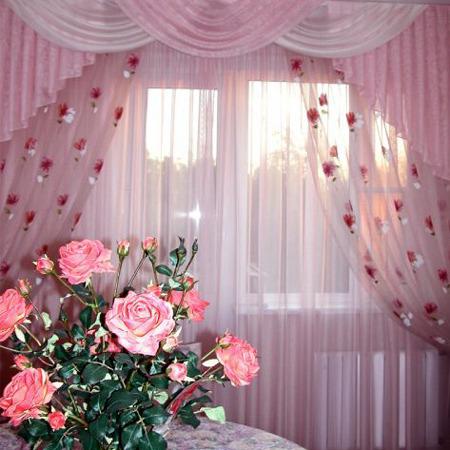 Розовые шторы с цветами
