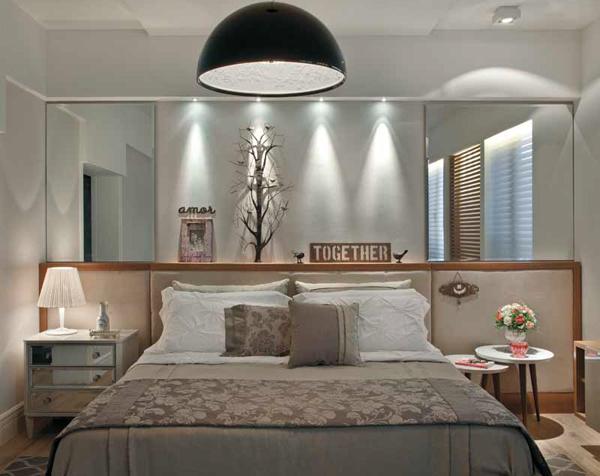 Расположение зеркала по бокам кровати