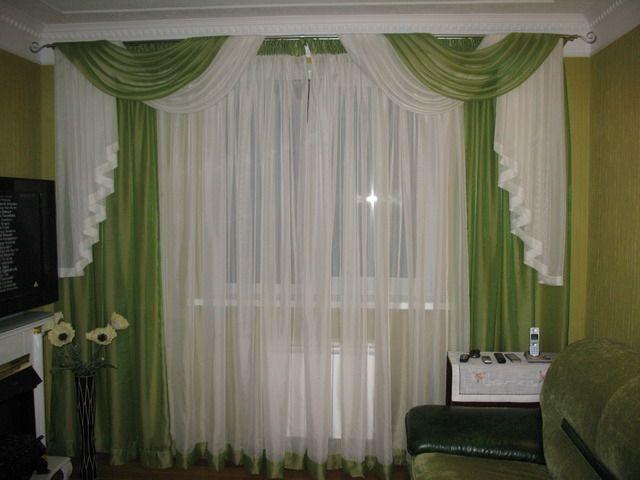 Белые шторы с зелеными вставками