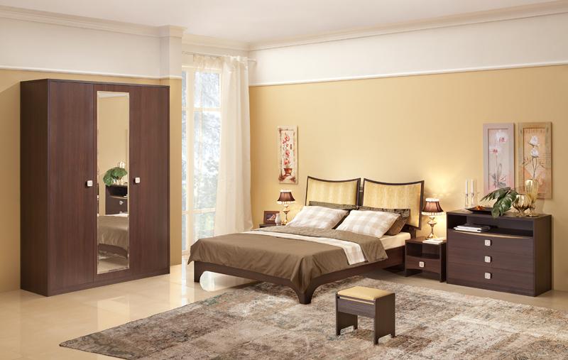 Спальня со шкафом и кроватью