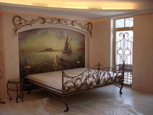 Морской пейзаж над кроватью