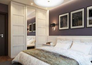 Спальня со шкафом возле двери