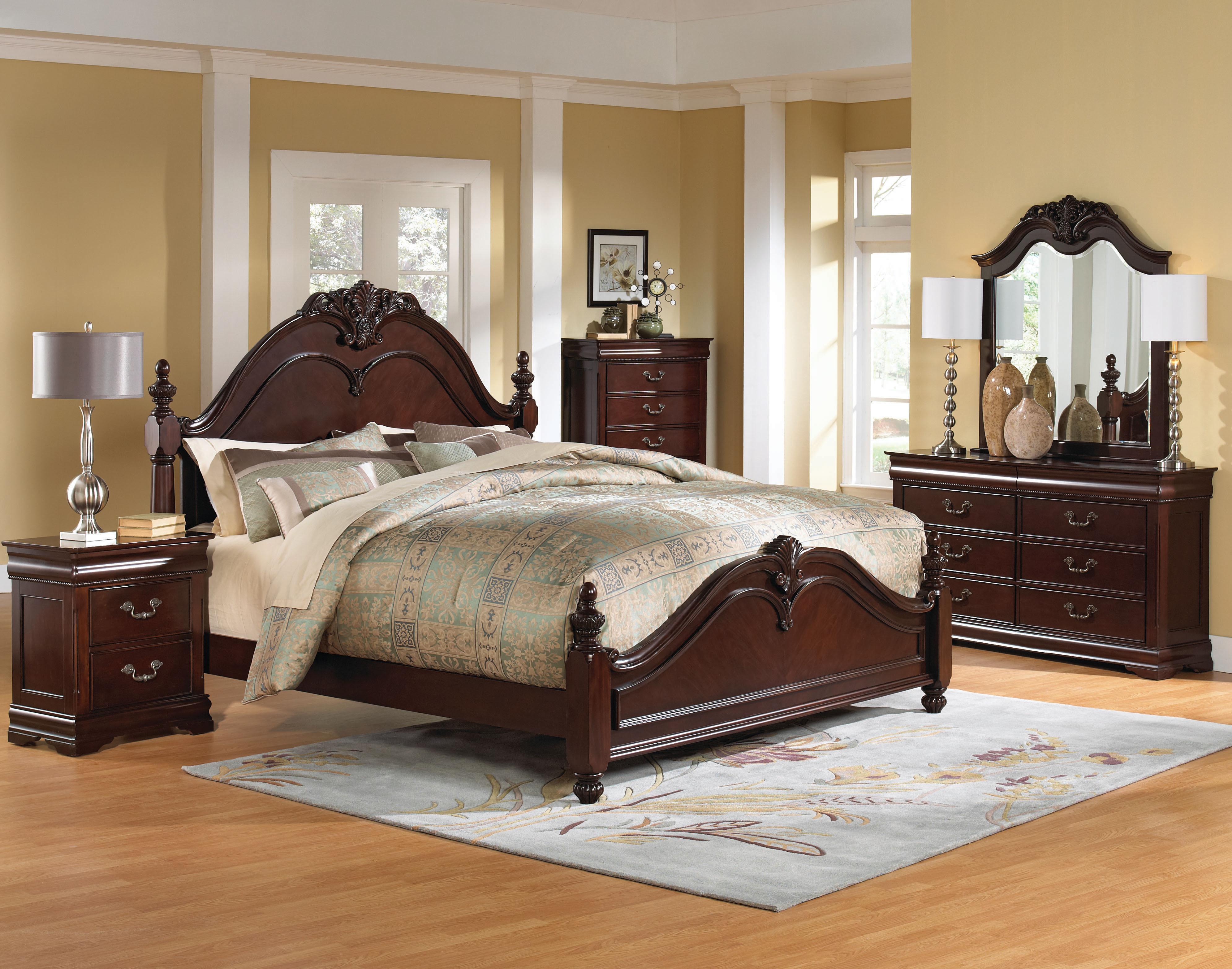 Просторная спальня с кроватью и другими предметами мебели