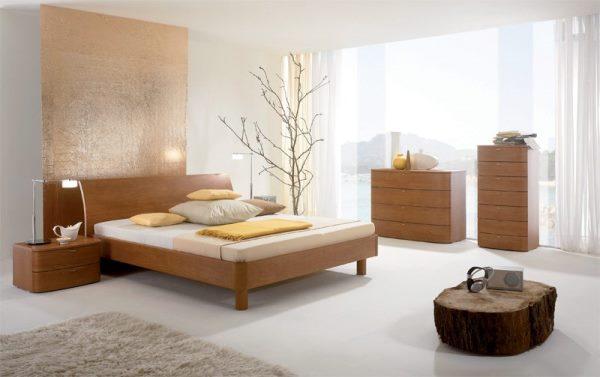 Просторная спальня в бежевых тонах