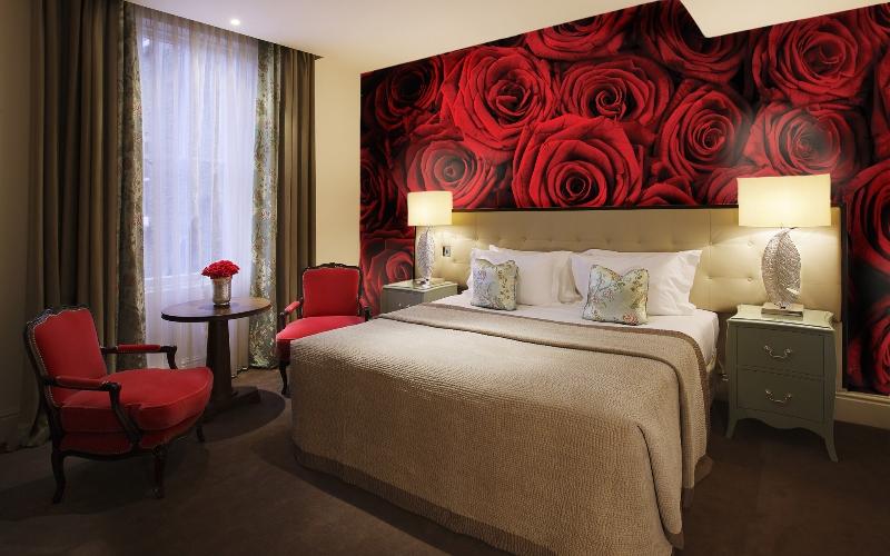 Красные розы на всю стену
