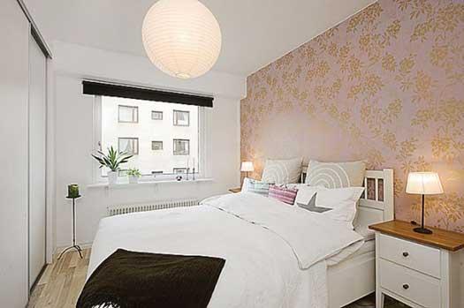 Расположение кровати и тумбочек