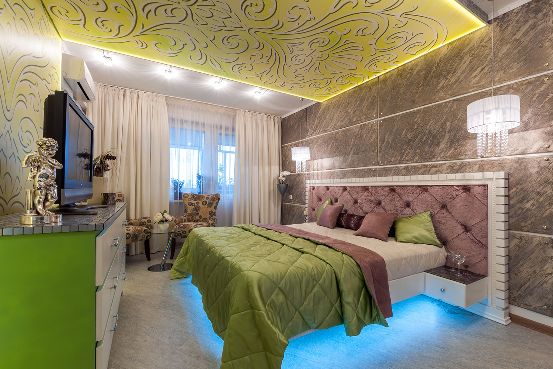 Кровать с подсветкой на полу