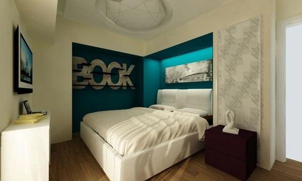 Кровать установленная в нишу