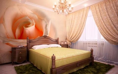 Крупная роза в интерьере спальни