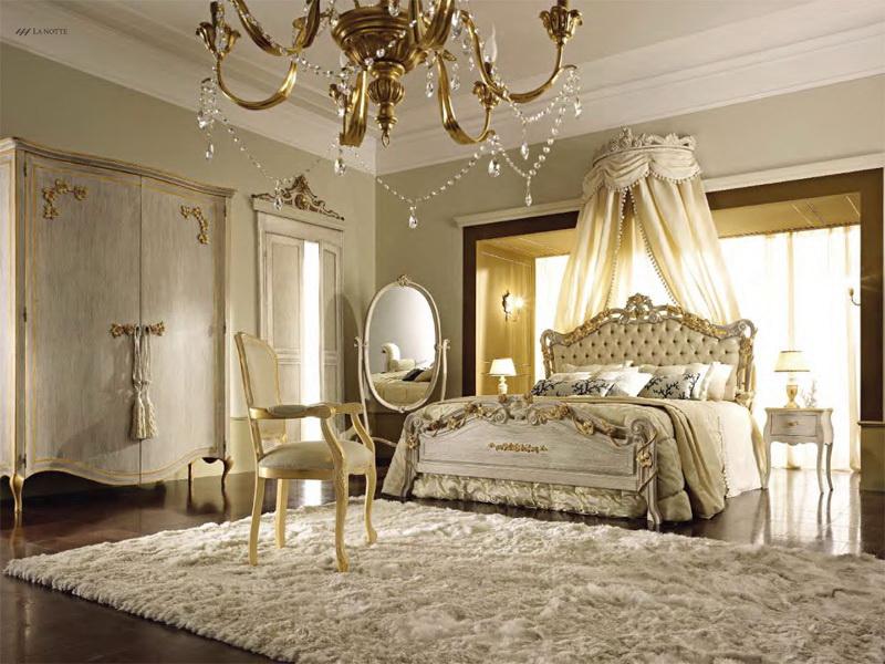 Спальня с угловым зеркалом