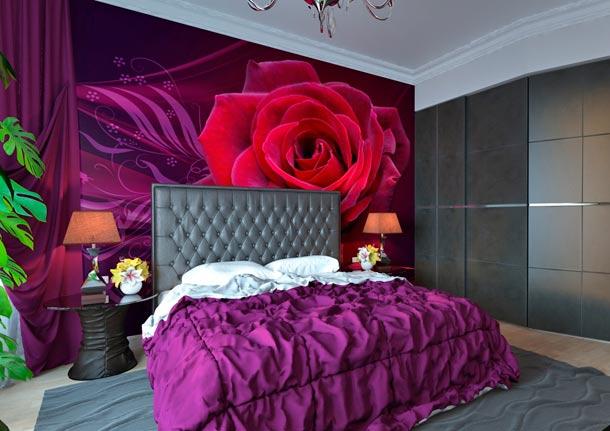 Яркий акцент на стену в виде крупной розы
