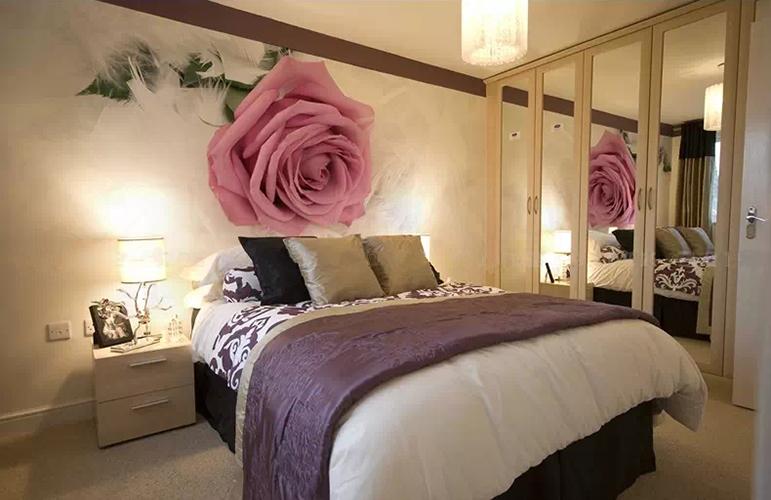 Нежная роза как украшение стены
