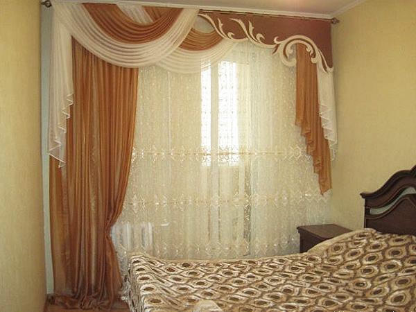 Ламбрекен для бежевой спальни