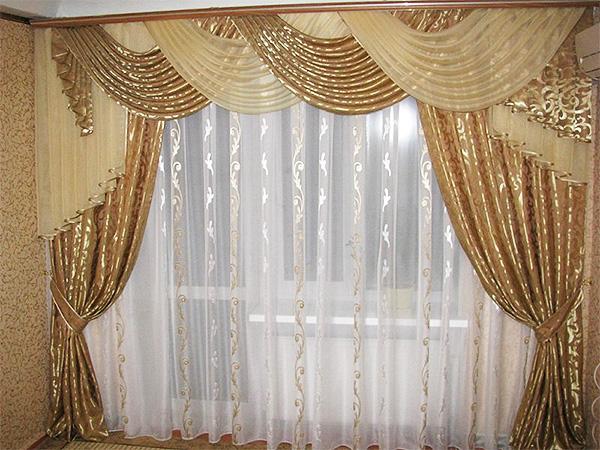 Бежевые шторы с золотым