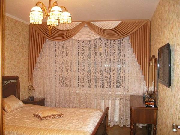 Коричневая штора в спальне