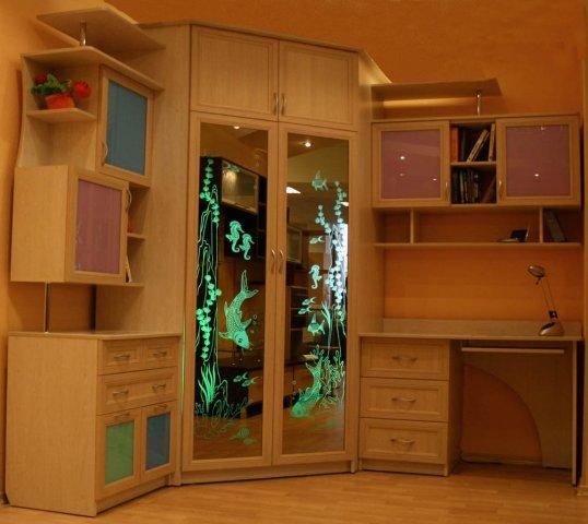 Деревянный шкаф купе